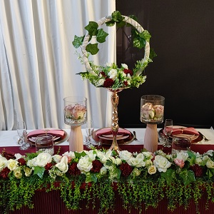 Burgundy table decor