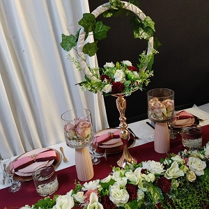 Maroon table decor